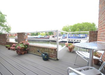 Thumbnail 2 bed flat to rent in Riverside Court, Caversham, Reading