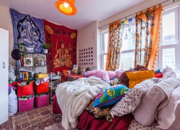 Thumbnail 3 bedroom flat for sale in Old Castle Streret, Spitalfields