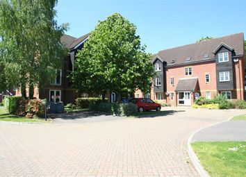 Thumbnail Flat to rent in Gould Close, Newbury