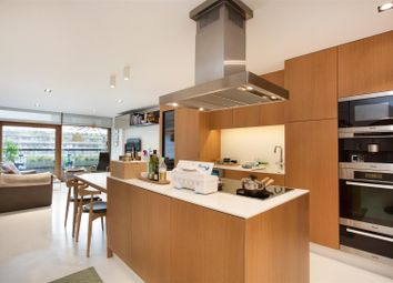Thumbnail 2 bed flat for sale in Speed House, Barbican, London