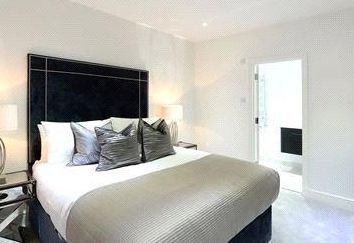 Thumbnail 3 bed flat to rent in Hallam Street, London