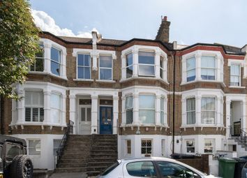 Ommaney Road, Telegraph Hill SE14. 2 bed flat