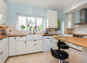 Thumbnail 4 bed detached house to rent in Stratton Avenue, Wallington