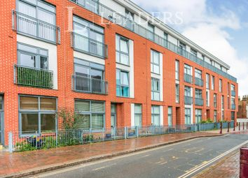 Thumbnail 1 bed flat to rent in Guildford Street, Surrey