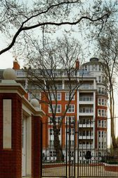 Thumbnail 4 bed flat to rent in Palace Green, Kensington