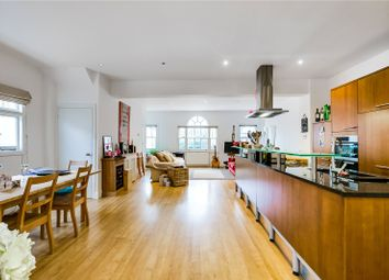 Thumbnail 3 bed flat to rent in Kempson Road, London