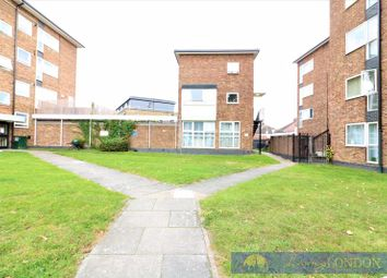 2 bed maisonette for sale in Bowes Road, London N11