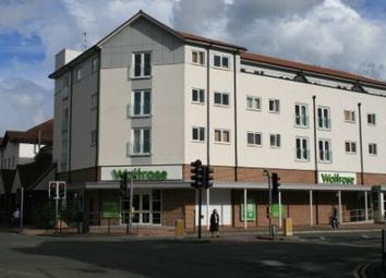 Thumbnail 2 bed flat to rent in Moorbridge Road, Maidenhead