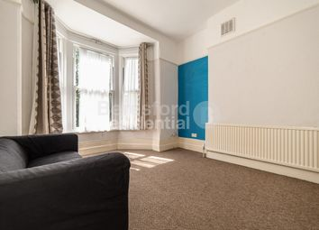 2 bed flat to rent in Effra Road, London SW2