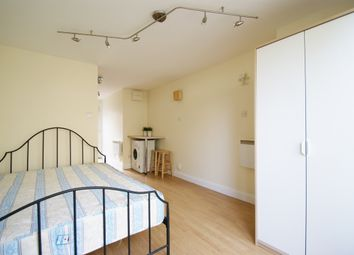 Thumbnail Studio to rent in Gibbon Road, London
