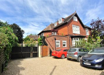 2 bed flat to rent in Devonshire Road, Weybridge KT13