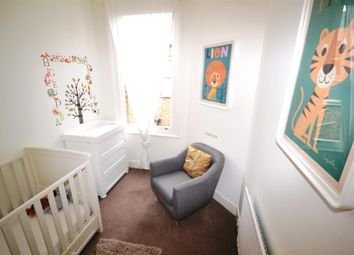 Thumbnail 4 bed maisonette to rent in Sedgemere Avenue, East Finchley