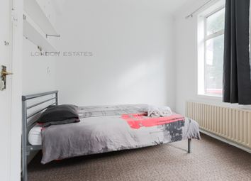 3 bed flat to rent in Dalling Road, London W6