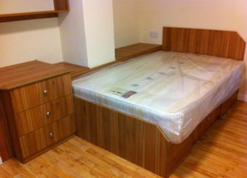 Thumbnail 3 bed flat to rent in Wrangthorn Place, Hyde Park, Leeds