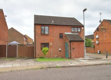 Thumbnail 4 bedroom detached house for sale in Links Way, Luton
