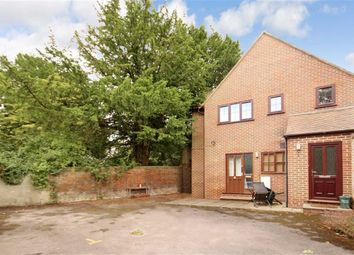 Thumbnail 1 bed flat to rent in Archway Court, Faringdon, Oxon
