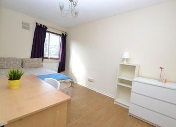 4 bed maisonette to rent in Portia Way, Mile End, London E3