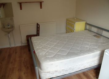 Thumbnail Room to rent in Room 1, Pell Street, Reading