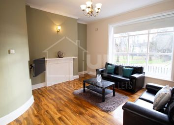 Thumbnail 3 bed flat to rent in Queen Square, Leeds