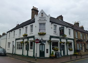 Thumbnail Pub/bar for sale in Arthur Road, Berkshire: Windsor