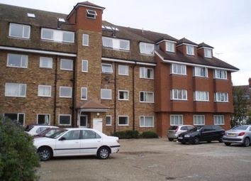 3 bed flat to rent in Beverley Way, London SW20