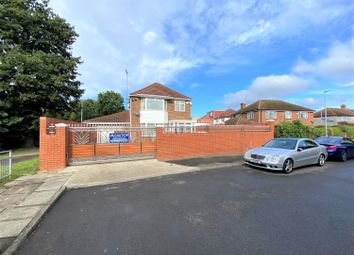 Bedwell Gardens, Hayes, Middlesex UB3. 3 bed detached house