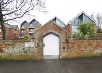 2 bed flat to rent in Fairlawn Road, Lytham, Lytham St. Annes FY8