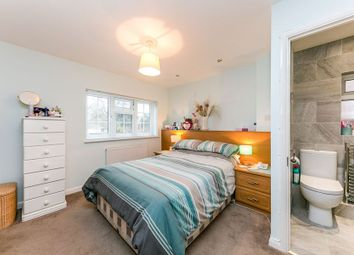 Thumbnail 4 bedroom detached house to rent in Copperfield Avenue, Owlsmoor, Sandhurst
