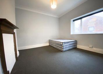 4 bed flat to rent in Clarkegrove Road, Sheffield S10