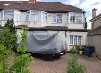 Thumbnail 6 bed detached house to rent in Sylvia Avenue, Pinner