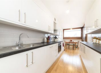 Cromwell Tower, Barbican, London EC2Y. 3 bed flat for sale