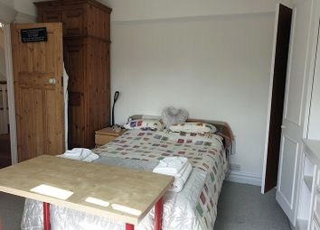 Thumbnail Room to rent in Riverway, Palmers Green, London