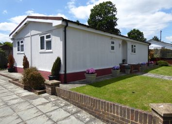 2 bed mobile/park home for sale in Riverhill Estate, Worcester Park, Suriton, Surrey KT4