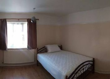 Thumbnail Room to rent in Severn Drive, Enfield