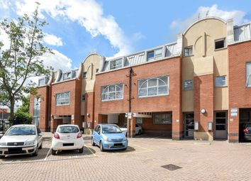 Sundial Court, Barnsbury Lane, Tolworth KT5. 2 bed flat