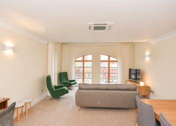 Thumbnail 2 bed flat to rent in Skeldergate, York