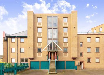3 bed flat to rent in Asher Way, London E1W