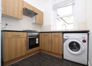 3 bed flat to rent in Grange Avenue, London N12