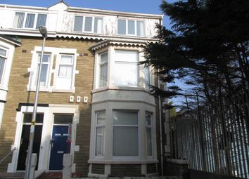 2 bed flat to rent in Windsor Avenue, Blackpool FY4