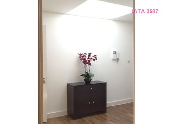 1 bed flat to rent in Poplar High Street, London E14