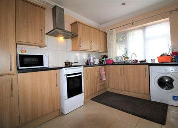 2 bed maisonette to rent in Gaysham Avenue, Ilford IG2