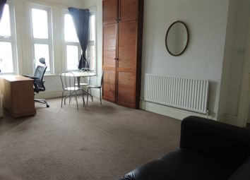 Thumbnail Studio to rent in Leopold Road, Ealing Common