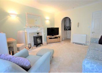 Thumbnail 2 bed flat to rent in High Street, Sandhurst