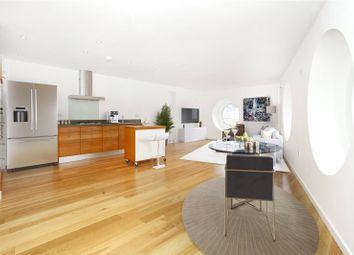 Greenwich High Road, Greenwich SE10. 2 bed flat for sale