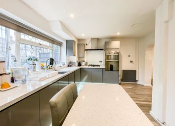 Anne Street, London E13. 3 bed flat for sale