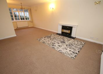 2 bed flat to rent in Chestnut Court, Shipley BD18