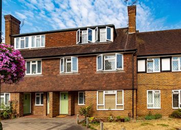 Station Approach, Hinchley Wood, Esher KT10. 3 bed flat