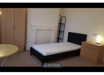 Thumbnail Room to rent in Lennard Road, Surrey