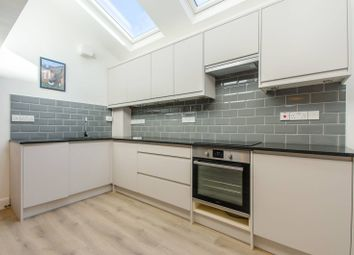 2 bed flat to rent in Brownhill Road, Catford, London SE6