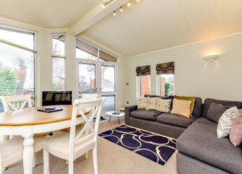 Edgeley Park, Farley Green, Guildford GU5. 2 bed mobile/park home
